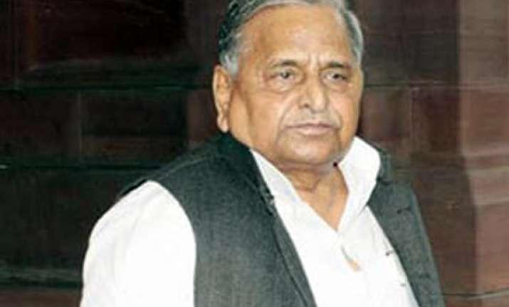 mulayam calls on hospitalised chautala
