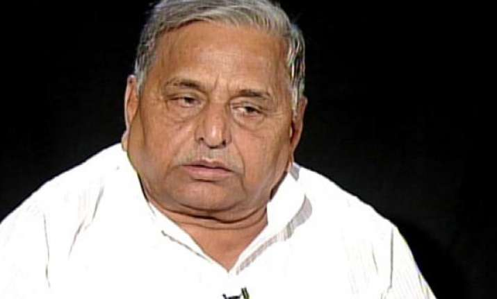 mulayam for talks on alternative front only after 2014 polls
