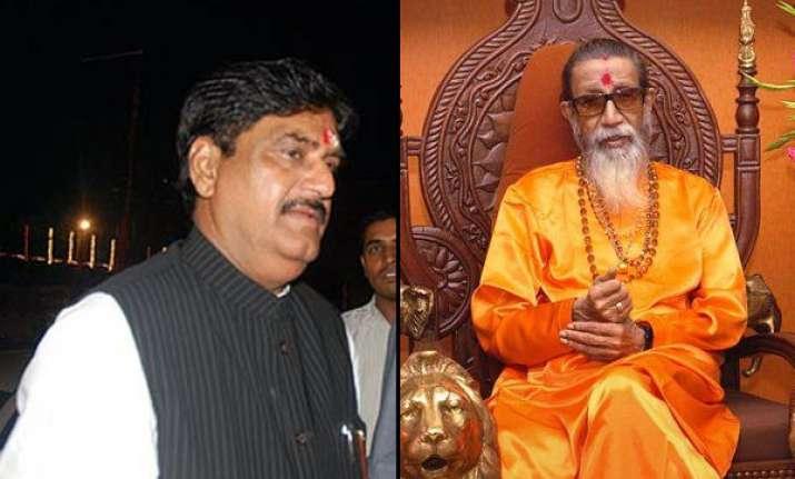 munde s exit won t impact shiv sena bjp ties says bal