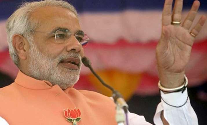 narendra modi meets advani vajpayee