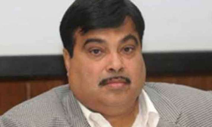 nitin gadkari jung hold talks on yamuna cleaning road safety