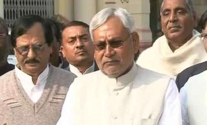 nitish kumar supports congress for lop post in lok sabha