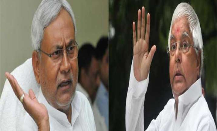 nitish thanks lalu for support appeals for unity against bjp