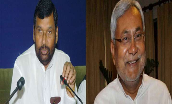 nitish was left with no option says paswan