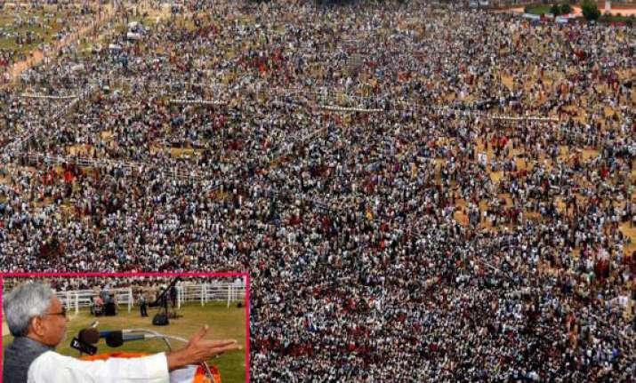nitish kumar flexes his muscles at patna gandhi maidan rally