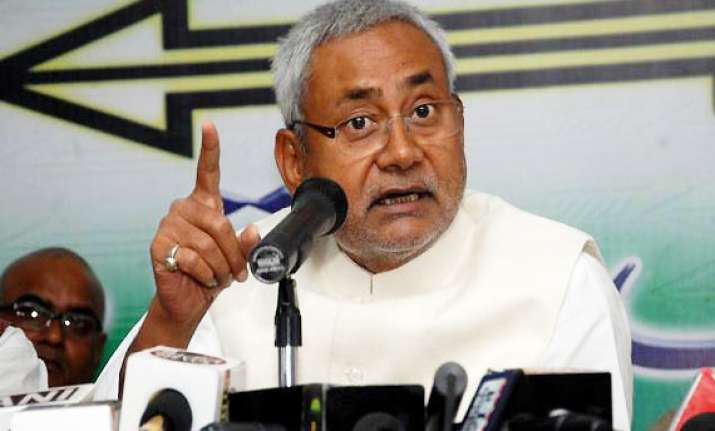nitish welcomes petrol price reduction