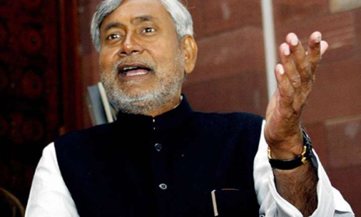 nitish accuses upa of indulging in give and take