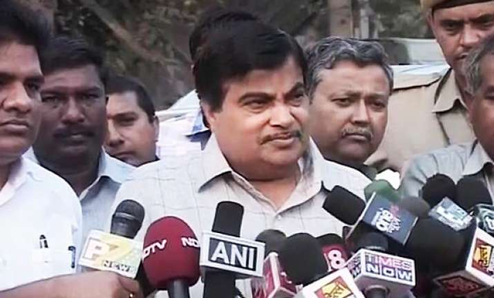 no pressure on acharya to resign says gadkari