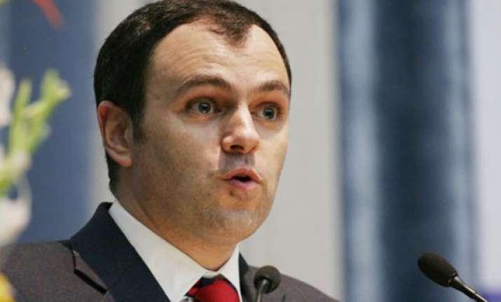omar briefs governor on kashmir situation