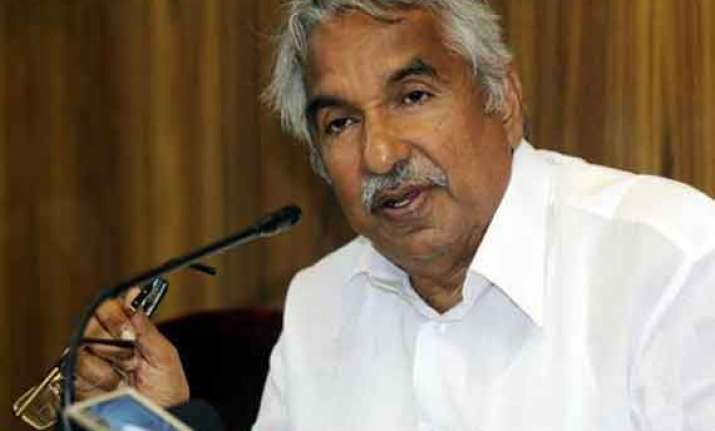 oomen chandy defends orphanages in kerala