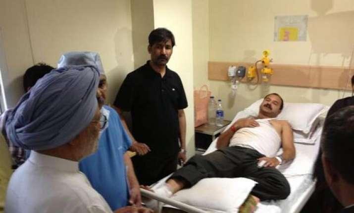 pm sonia meet victims of maoist attack in chhattisgarh