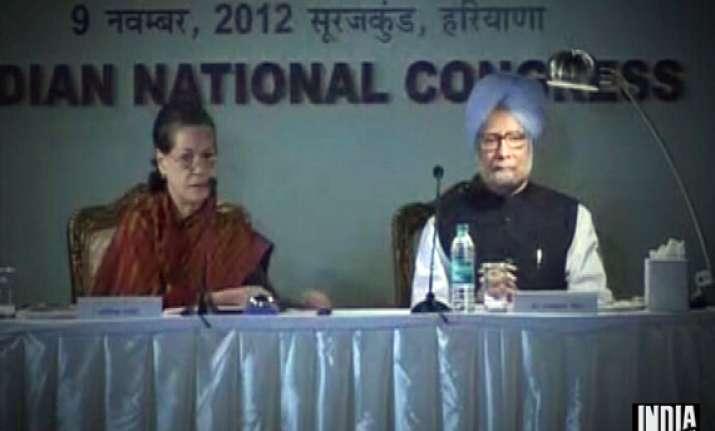 cong top brass meet to discuss strategy for lok sabha polls