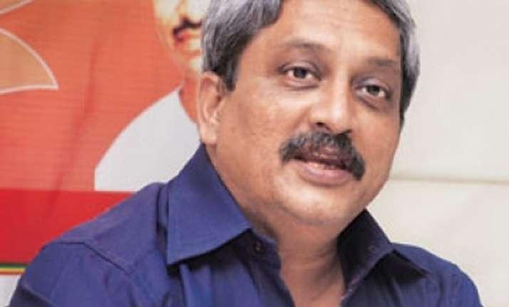 parrikar dodges query on advani as future minister