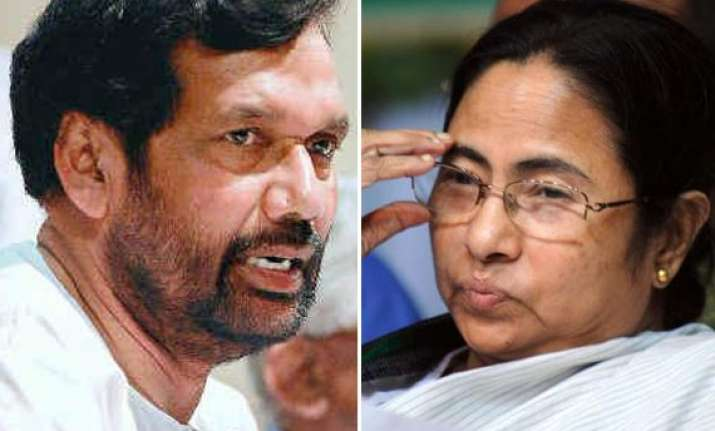 paswan flays mamata for humiliating trivedi