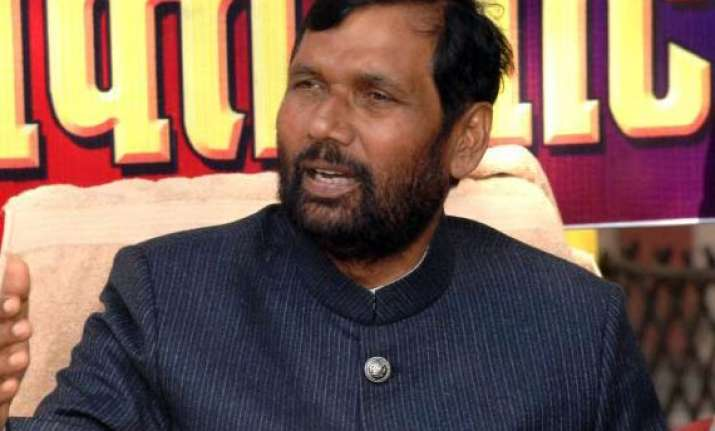 paswan says he is not in the race