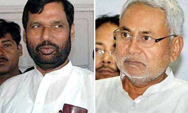 paswan describes nitish attack on modi as a political stunt