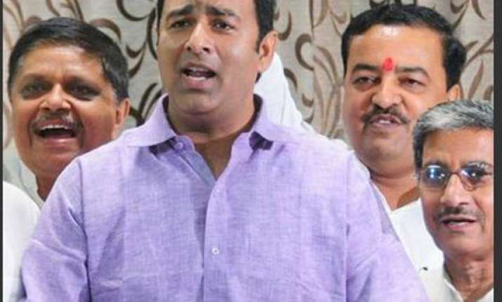 political parties in up field 5 riots accused in ls polls