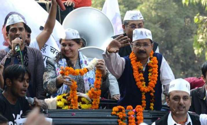 poll campaigning reaches feverish pitch in delhi