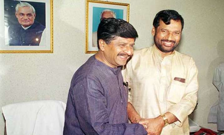 prasad paswan sworn in as bihar bags 5 seats in modi cabinet