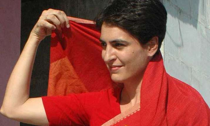 priyanka gandhi visits kashmir to pray at shrine