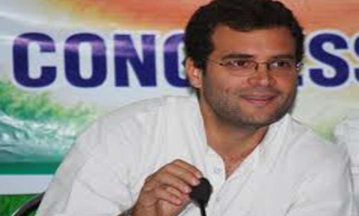 rahul gandhi urges youth to fight corruption