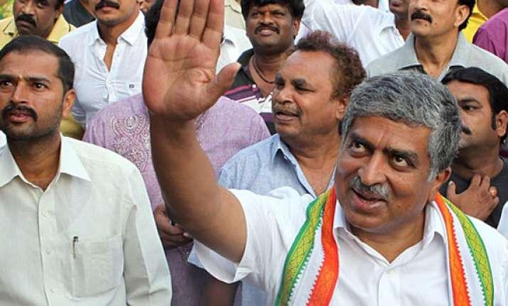 rahul to campaign for nilekani in bangalore