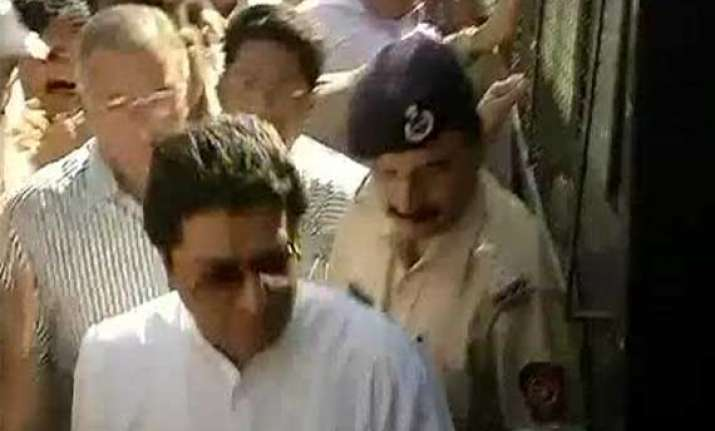 live reporting mns rasta roko raj thackeray released after