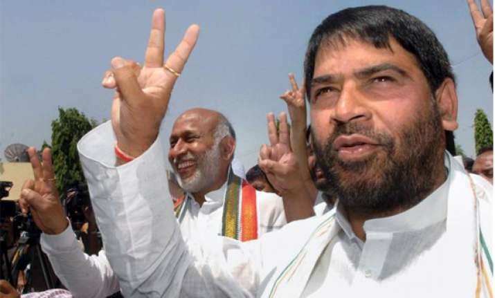 sadhu yadav to contest against sister rabri devi from saran