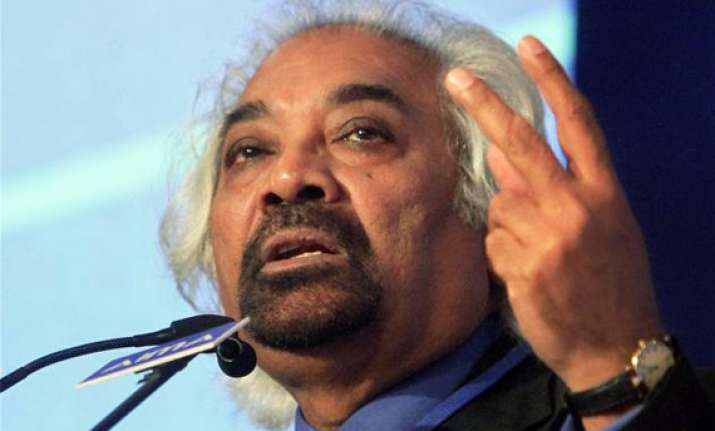 sam pitroda says he is proud to be a carpenter s son