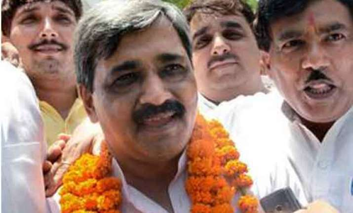 satish upadhyay formally takes charge as delhi bjp chief