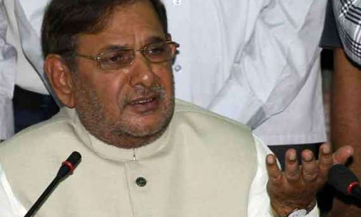 sharad yadav meets congress leaders assured of support in