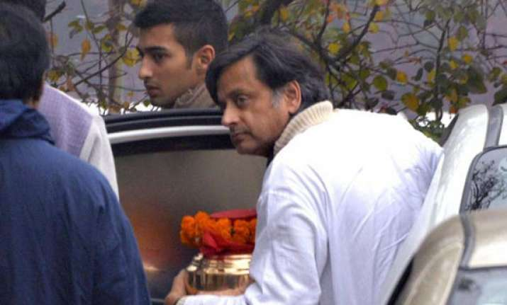 shashi tharoor remembers sunanda in tweet