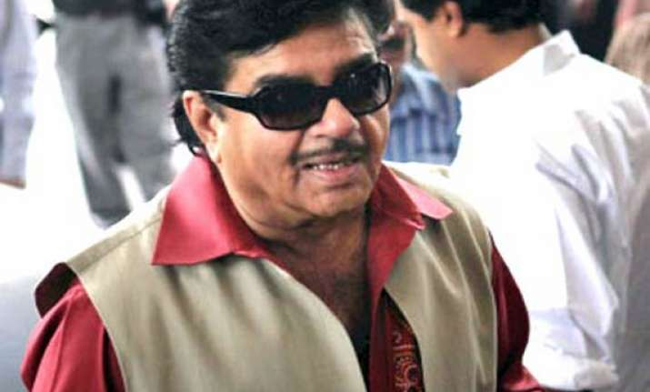shatrughan hopes mamata will bring change in bengal