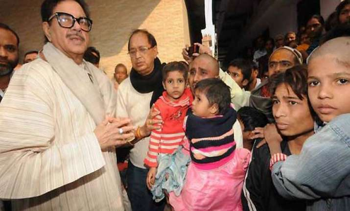 shatrughan says he s with jethmalani yashwant over gadkari