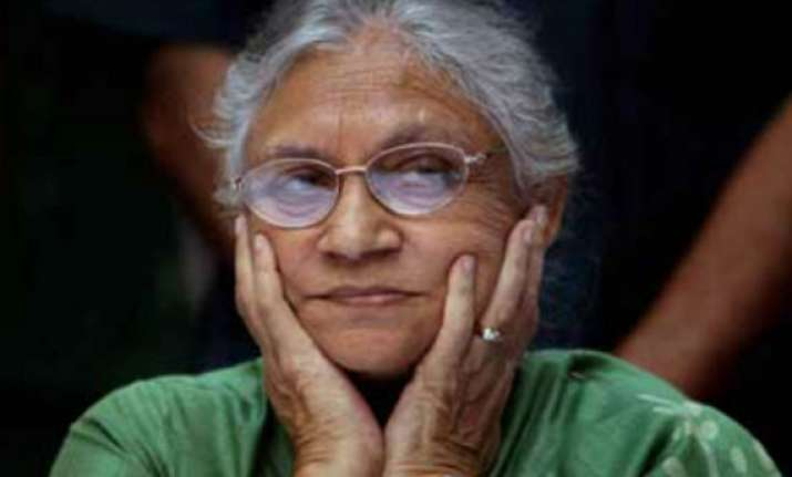sheila dikshit not allowed to join protesters at jantar