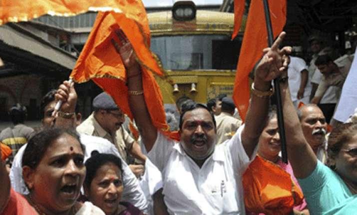 shiv sena mns activists clash outside election office