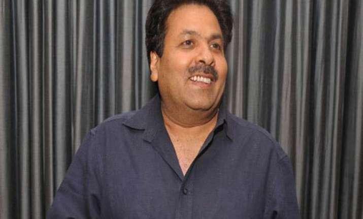 shukla slams anna for accusing rahul of bringing weak lokpal