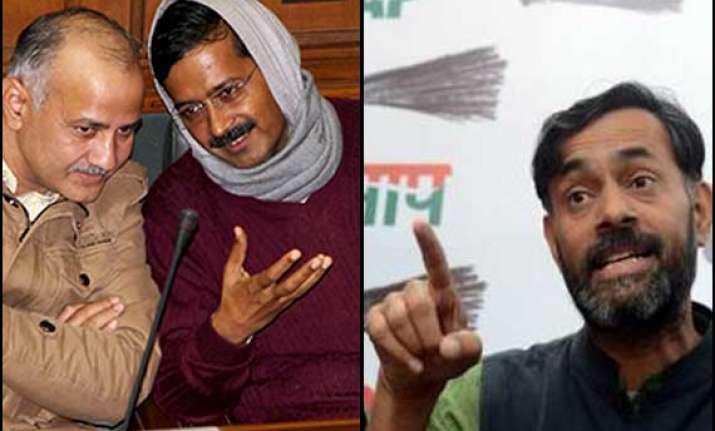 sisodia accuses yadav of targeting kejriwal making aap