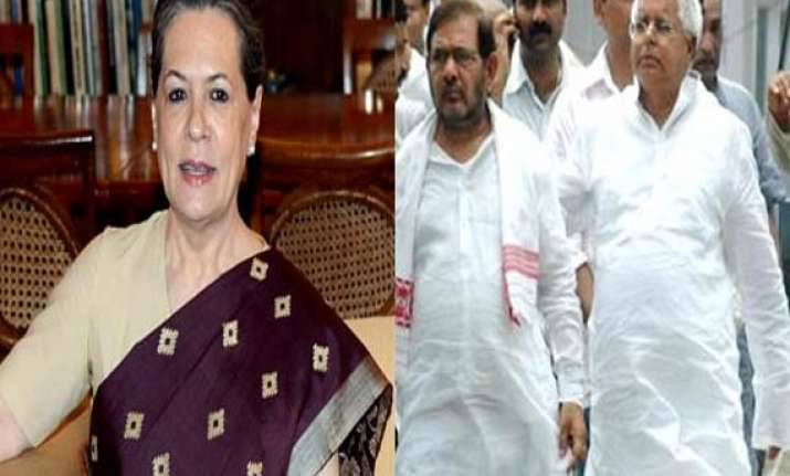 sonia gandhi holds iftar shares table with sharad yadav and