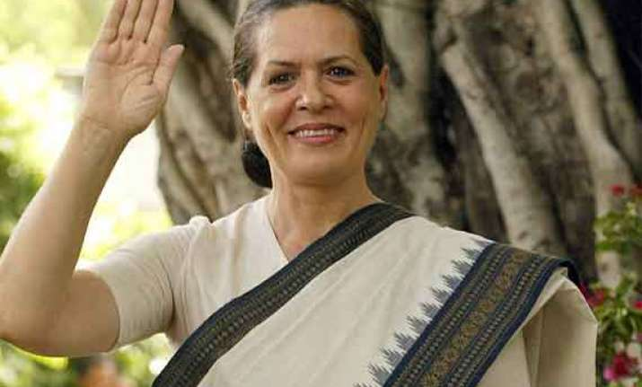 sonia wins by over 3.52 lakh votes