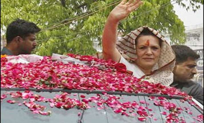 live sonia files nomination from rae bareli rahul