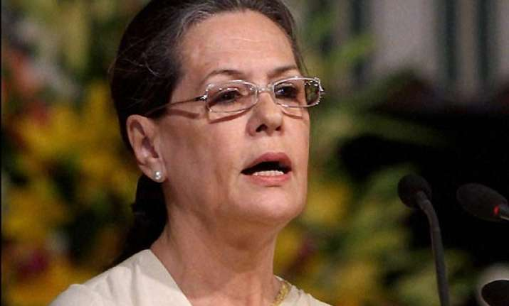 sonia appeals to telangana leaders to exercise restraint