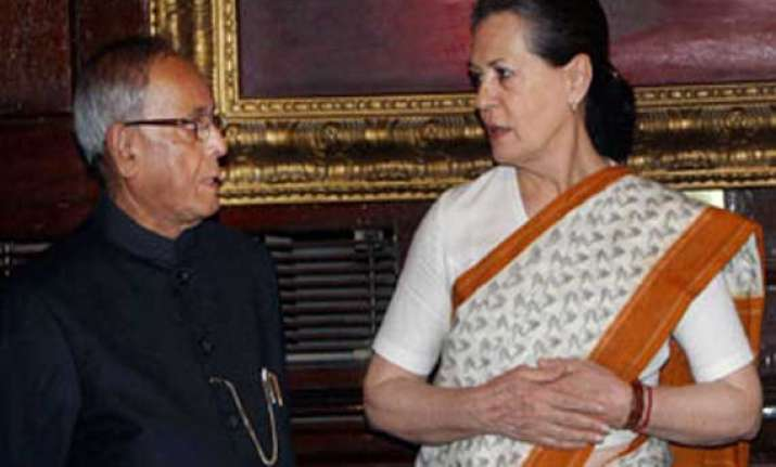 sonia meets president pushes for leader of opposition status