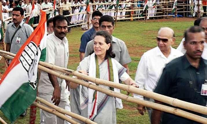 sonia promises development in bengal if alliance wins