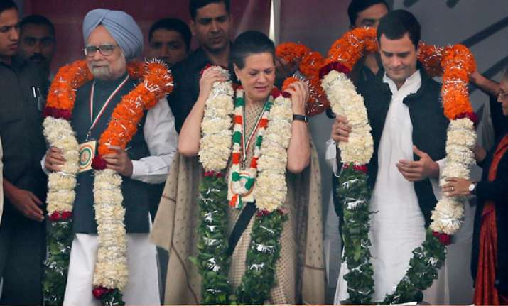 sonia rahul and manmohan hit out at detractors at congress