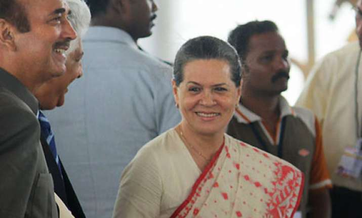 sonia meets delhi minister walia after civic poll defeat