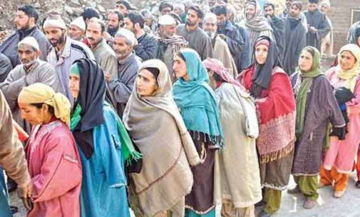 polling underway in srinagar lok sabha constituency
