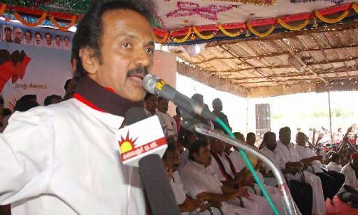 stalin dares jayalalithaa to arrest him
