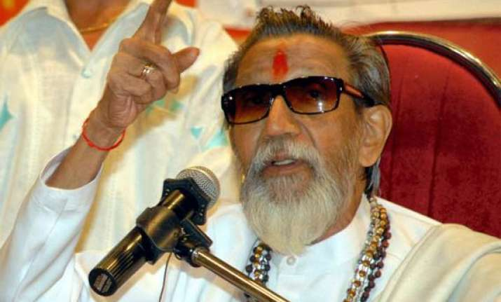 thackeray asks dalits not to fall in congress trap