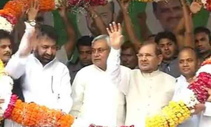 third front hits mulayam roadblock sp peeved over nitish